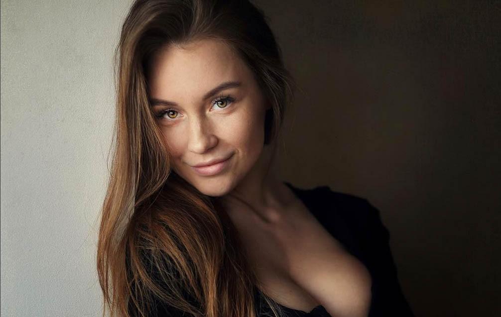Фото красивых девушек с приоткрытой грудью